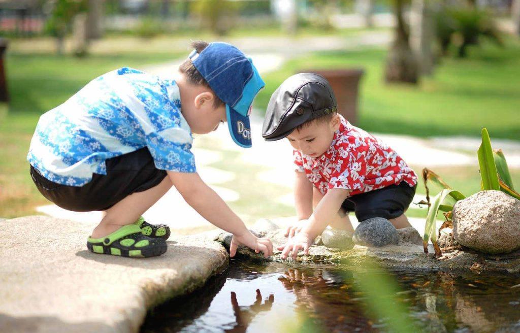 Ropa para niños con tejidos hidrófugos